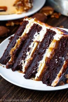 This Turtle Chocolate Layer Cake starts with rich, decadent and moist chocolate cake layers that are filled with a caramel pecan sauce and covered in a smooth caramel frosting, then finished off with a caramel and ganache drip and chopped pecans! Nutella Chocolate Cake, Chocolate Turtles, Homemade Chocolate, Chocolate Recipes, Hot Chocolate, Chocolate Buttercream, Buttercream Frosting, Vanilla Buttercream, Chocolate Cake Recipes