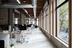 Jack Debartolo got busy imagining the new offices of VSCO in California (Oakland). This company creator of VSCO Cam and VSCO Film owns a minimalist interior wit Bureau Design, Home Office, Office Spaces, Open Spaces, Bureau Open Space, Design Loft, Workplace Design, Built Environment, Industrial Chic