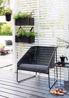Herbs growing at the terrace / Bambula Outdoor Spaces, Outdoor Chairs, Outdoor Living, Outdoor Furniture, Outdoor Decor, Backyard Plan, Balkon Design, Garden Buildings, Pergola Patio