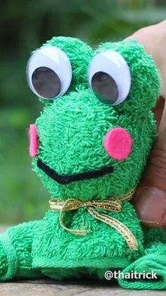 DIY Frog Doll From Towel. Diy Crafts For Gifts, Diy Home Crafts, Crafts To Do, Easy Crafts, Paper Crafts, Animal Crafts For Kids, Diy For Kids, Valentine Crafts, Christmas Crafts