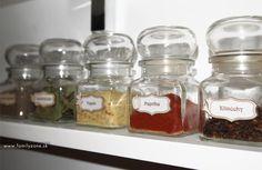 Nálepky na koreničky | www.familyzone.sk Spice Jar Labels, Spice Jars, Mason Jars, Spices, Red Peppers, Spice, Mason Jar, Glass Jars, Jars