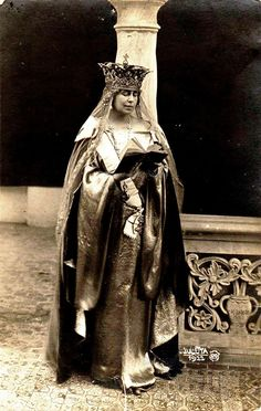 Queen Marie of Romania. Regina Maria a României. Royal Jewels, Crown Jewels, Queen Victoria Crown, Maud Of Wales, Romanian Royal Family, Queen Mary, Kaiser, Tiaras And Crowns, World Cultures