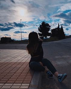 Teenage Girl Photography, Tumblr Photography, Photography Poses, Profile Pictures Instagram, Ideas For Instagram Photos, Tumblr Photoshoot, Icon Girl, Jugend Mode Outfits, Fake Photo