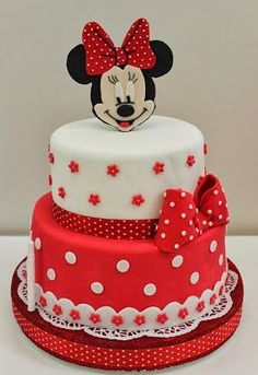 Tiered red and white Minnie Mouse cake Mehr Mickey Mouse Torte, Minni Mouse Cake, Mickey And Minnie Cake, Bolo Minnie, Minnie Mouse Birthday Cakes, Mickey Cakes, Birthday Cake Girls, Mickey Birthday, 3rd Birthday