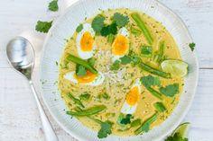 9 februari - Sperziebonen in de bonus - Snelle soep met lekker veel groenten en typisch oosterse ingrediënten als kokosmelk en boemboe - Oosterse soep met rijst en ei - Recept - Allerhande