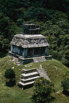 ✯ Palenque, Mexicohttp://www.puertovallarta.net/fast_facts/mexico-information-traditions-more.php