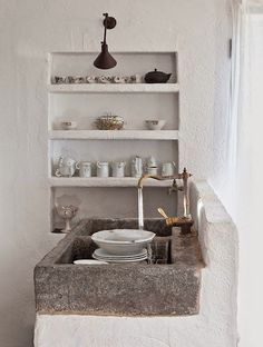 + Ideas for Inspiring Rustic Kitchen and Dining Room Designs Kitchen Dining, Kitchen Decor, Antique Dining Rooms, Vintage Stoves, Stone Sink, Stone Kitchen Sink, Tadelakt, Trendy Home Decor, Modern Tiny House