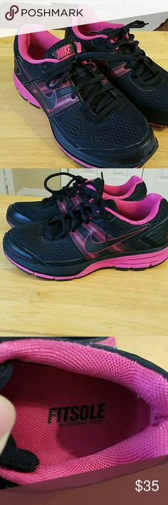 Nike Pegasus 29 ladies running shoes size 6.5 Nike Pegasus 29 in EUC only worn a about 5 times these were my youngest daughters she is a marathon runner like her older sister. Excellent shape. Nike Shoes Athletic Shoes