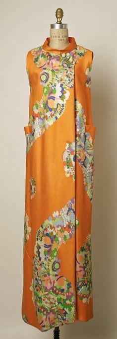 Valentino, early Silk evening dress worn by Diana Vreeland Moda Fashion, 70s Fashion, Fashion History, Vintage Fashion, Fashion Dresses, Vintage Gowns, Vintage Outfits, Pantalon Elephant, Hippy Chic
