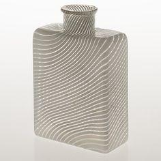 KAJ FRANCK - Glass bottle for Nuutajärvi Notsjö 1984, numbered 9/1000, Finland. [h. 15,5 cm] Glass Design, Design Art, Retro Vintage, Vintage Items, Lassi, Bukowski, Scandinavian Design, Modern Contemporary, Vintage Antiques