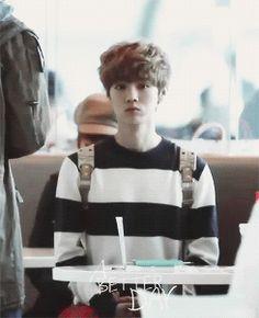 """extremely cute Luhan """"where is everybody?"""" (gif) Awwwwwwwwwwwwwwwwwwwwwe!!!!!"""
