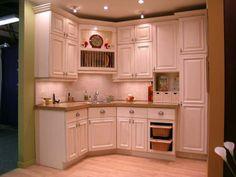 Armoires de cuisine classique teinte acajou id e de for Armoire de cuisine usage