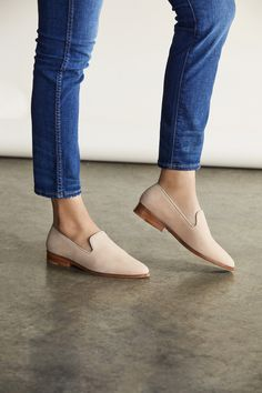 Have Womens Shoe Fashion -Must Have Womens Shoe Fashion - Frannie Burnished Tassel Flats-Leather - Talbots Seychelles Tigers Eye Suede Loafer in Taupe Loafers Outfit, Loafer Shoes, Shoes Heels, Flat Shoes, Oxford Shoes, High Heels, Shoes Sneakers, Shoes Jordans, Sneakers Women