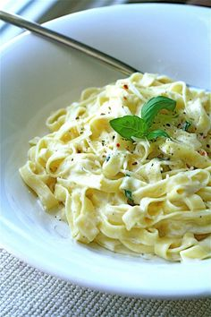 Fettuccine Alfredo | The Curvy Carrot Fettuccine Alfredo | Healthy and Indulgent Meals Dangling in Front of You