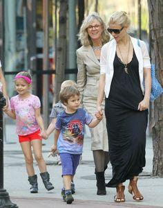 Gwyneth Paltrow con un look casual pero super linda con su hijo. #mamá #famosa