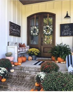 Outside Fall Decorations, Halloween Porch Decorations, Homemade Decorations, Garden Decorations, Fall Home Decor, Autumn Home, Modern Fall Decor, Painted Wood Signs, Hand Painted
