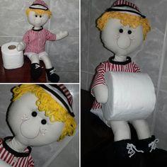 Boneco feito de tecido em algodão, tecido atoalhado, lã e fibra.  Peça decorativa  NÃO USAR COMO BRINQUEDO  A altura corresponde a boneca sentada  link para a boneca amarela:  http://www.elo7.com.br/boneca-porta-papel-higienico/dp/642B77