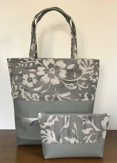 The Big Bag tote sewing pattern Big Bags, Women's Bags, Purses And Bags, Patchwork Bags, Quilted Bag, Bag Quilt, Homemade Bags, Leopard Print Bag, Fabric Tote Bags