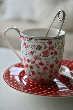 ❥❥❥❥ would luv my morning cuppa in this, so cheerful