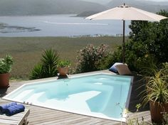 Located in Wilderness, Interlaken guest house offers suites with a balcony overlooking Island Lake and Outeniqua Mountain.