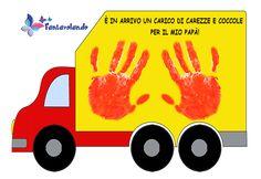 Ecco un simpatico lavoretto per il papà. Materiale: cartoncino giallo A3, pennarelli, colore a tempera rosso, forbici. Stampiamo il modello allegato su un cartoncino giallo formato A3. Coloriamo la cabina del camion con il colore a tempera rosso. Stampiamo le mani dei bambini dipinte con il colore a tempera rosso sul camion. Quando il colore è asciutto ritagliamo il camion. Stampate il modello. Vi ricordiamo che tutto il materiale di Fantavolando può essere utilizzato liberamente per…