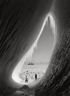 """History In Pictures on Twitter: """"Robert Falcon Scott's Antarctic expedition in the 1910s. Photograph by Herbert Ponting. https://t.co/zxeQxFR3aH"""""""