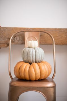 20 Interesting Pumpkin Decoration Ideas to Make Everything Look Fun this Fall Home Decor There are so many different types of pumpkin decorations that can be a challenge to decide which one you want. Here are some ideas that will help you . Decoration Christmas, Thanksgiving Decorations, Seasonal Decor, Halloween Decorations, Thanksgiving Holiday, Holiday Decor, Modern Halloween Decor, Autumn Decorations, Modern Fall Decor