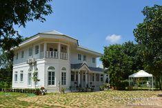 บ้านสไตล์โคโลเนียล - บ้านไอเดีย เว็บไซต์เพื่อบ้านคุณ White Houses, Colonial, Villa, House Design, Mansions, House Styles, Places, Inspiration, Home Decor
