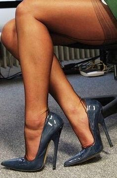 Love the color and shine on these shoes! Stylish outfit ideas for women who love fashion from Zefinka. Sexy Legs And Heels, Hot High Heels, High Heels Stilettos, High Heel Boots, Stiletto Heels, Heeled Boots, High Heels Outfit, Pantyhose Heels, Stockings Heels