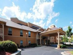 Birmingham (AL) Comfort Inn & Suites Birmingham - Hoover United States, North America Located in Lake Purdy, Comfort Inn & Suites Birmingham - Hoover is a perfect starting point from which to explore Birmingham (AL). The hotel offers a wide range of amenities and perks to ensure you have a great time. Take advantage of the hotel's 24-hour front desk, Wi-Fi in public areas, car park, business center, newspapers. Each guestroom is elegantly furnished and equipped with handy amen...