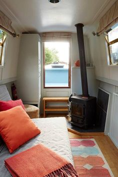 Beautiful narrowboat central london – Boats for Rent in London, Greater London, United Kingdom – Recreational Room Tiny Living, Living Spaces, Canal Boat Interior, Narrowboat Interiors, Houseboat Living, Rent In London, Greater London, London United, Interior Design