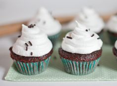 Sugar and Charm: marshmallow fluff cupcakes