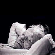 Há noites que eu não posso dormir de remorso por tudo o que eu deixei de cometer. --Mário Quintana