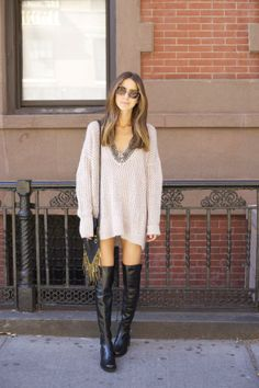 tall black boots, oversized sweater dress in neutral blush, black pocket square bag Sweater Boots, Sweater Outfits, Fall Outfits, Casual Outfits, Fashion Outfits, White Oversized Sweater, Oversized Jumpers, Pullover Outfit, Street Chic