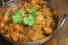 Chicken and Spinach Balti #healthy #dinner #recipes http://greatist.com/eat/healthy-dinner-recipes-for-two
