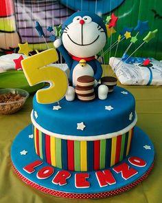 Torta Doraemon. Chiffon cake alla vaniglia farcita con chantilly al cioccolato
