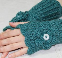 Cute crochet fingerless gloves--Steampunk? Wouldn't mind a pair of these for when I'm writing in my office, my hands and wrists get so cold!