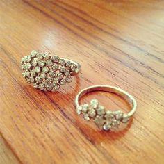 WHITE bIRD | Noguchi diamond rings in white gold @ WHITE bIRD Jewellery