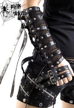 Gloves every Goth must have! Visual Kei, Dark Fashion, Gothic Fashion, Men's Fashion, Cyberpunk, Apocalypse Fashion, Post Apocalypse, New Foto, Carapace