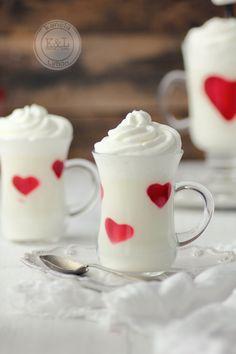 Panna cotta de chocolate blanco con corazones de gelatina