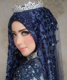 Wedding Hijab Styles, Muslim Wedding Dresses, Muslim Brides, Bridal Hijab, Hijab Bride, Wedding Makeup Looks, Wedding Looks, Beautiful Hijab, Beautiful Bride