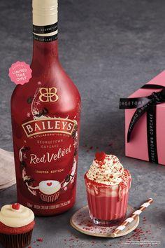 Baileys Launches New Red Velvet Irish Cream - red velvet cupcake Baileys Milkshake, Baileys Drinks, Baileys Recipes, Baileys Alcohol, Licor Baileys, Baileys Cake, Red Velvet Cupcakes, Mocha Cupcakes, Strawberry Cupcakes