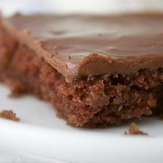 You NEED this texas sheet cake recipe in your life. It is far and away the most perfect Texas chocolate sheet cake I've ever had! Köstliche Desserts, Delicious Desserts, Dessert Recipes, Yummy Food, Candy Recipes, Texas Chocolate Sheet Cake, Chocolate Cakes, Banana Bread Bars, Planning Menu