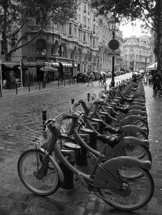 Velib (bike rentals) Paris - France Biking paris looks easier than biking san fran. Paris In October, Paris 3, Paris Saint, Paris France, Oh The Places You'll Go, Places Around The World, Places To Travel, Tour Eiffel, Paris Travel