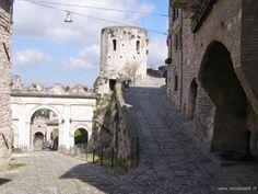 http://www.windoweb.it/desktop_italia/foto_umbria/foto_spello/foto_spello_010.JPG