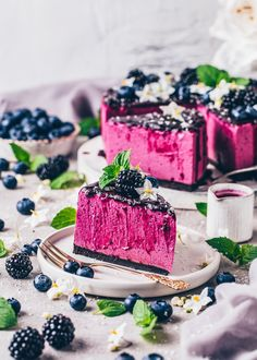 Vegan No-Bake Blueberry Cheesecake
