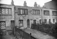 Typical weavers cottages at one time prevalent to Bethnal Green. Vintage London, Old London, St James The Greater, Tower Hamlets, East End London, Green Pictures, Bethnal Green, My Family History, London Photos