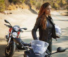 61676-biker-girl-holding-helmet_1280x720