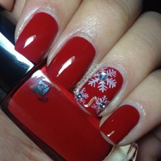 Perfect nails for a snowy day. Seen here in Miss Coquelicot by @noemihk #LancomeLovesNails