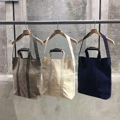 ITEM紹介 【TEMBEA】 KEY STRAP TASSEL FAT ¥3.500+TAX DOCUMENT TOTE  ¥11.500+TAX BAGUETTE TOTE ¥27.000+TAX スワヒリ語で放浪を意味するテンベア。 いつでも、どこでも日常に寄り添うバッグブランド。 バッグに使われるコットンキャンバスは50年前の古い織機で織られ、 美しい光沢感とパラフィン加工による優れた防水性があります。 torso-design.com
